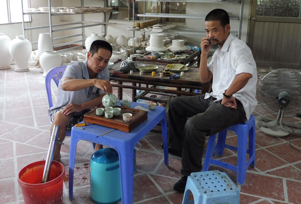 technical advisor Đức (left) & residential manager Trục (right).